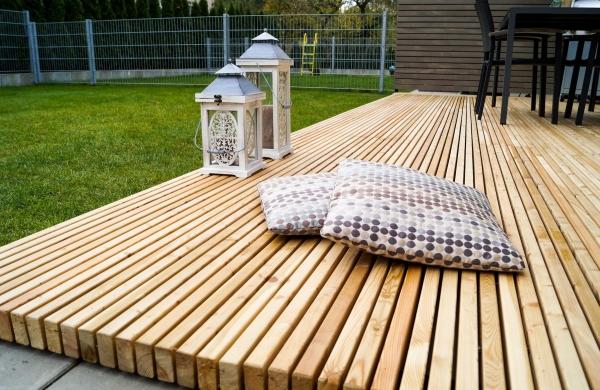la terrasse en kit pinutex une pose facile pour un repos imm diat. Black Bedroom Furniture Sets. Home Design Ideas