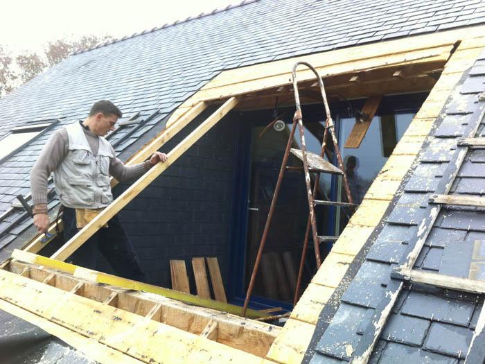 Fen tres de toit et puits de lumi re un march tr s for Reglementation fenetre de toit