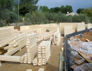 Une maison en bois massif en provence mise en oeuvre for Constructeur de maison en bois massif