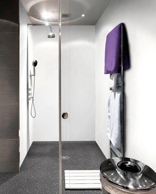 Accessibilit trois solutions pour la douche solutions equipements - Revetement sol douche italienne ...