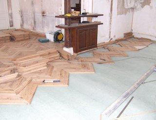 un parquet clou au point de hongrie mise en oeuvre. Black Bedroom Furniture Sets. Home Design Ideas