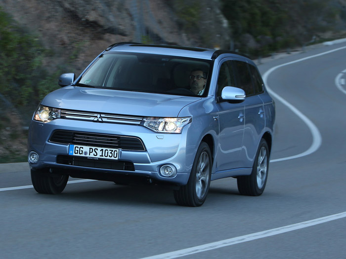 mitsubishi outlander phev hybride rechargeable v hicules. Black Bedroom Furniture Sets. Home Design Ideas
