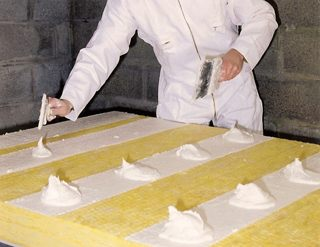 Les doublages coll s base de laine de verre ou de roche apportent des att n - Laine de verre ou polystyrene ...