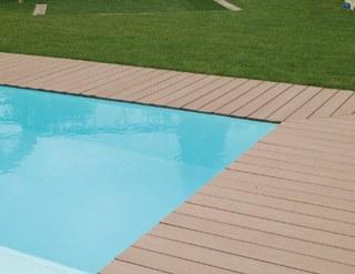 R aliser un entourage de piscine en bois composite mise en for Bois composite terrasse piscine