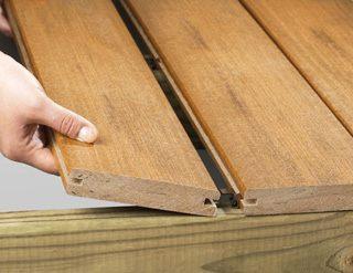 R aliser un entourage de piscine en bois composite mise en - Fixation lambourde terrasse bois ...