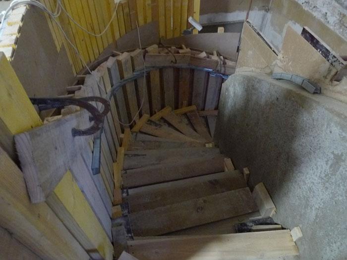 Rue saint sabin 4 un crin de bois pour l escalier b ton - Escalier en tourbillon ...