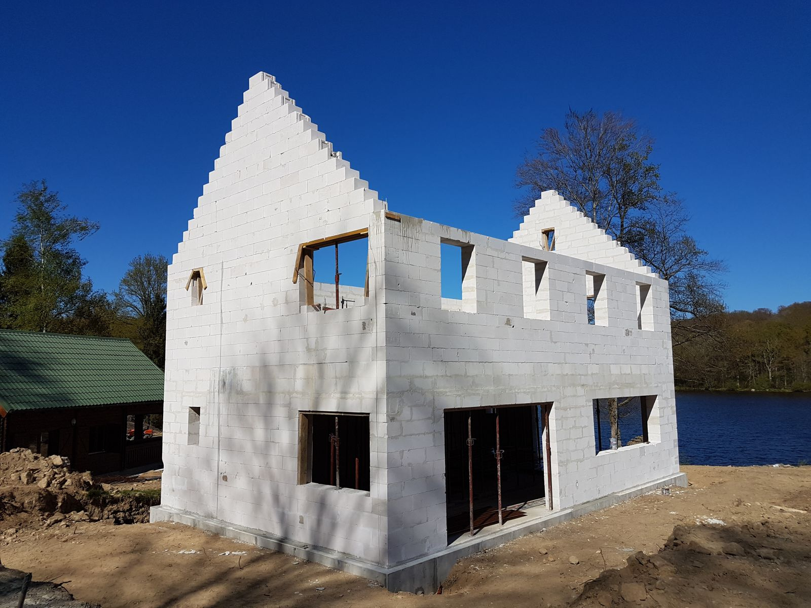 maison kit beton cellulaire avie home. Black Bedroom Furniture Sets. Home Design Ideas