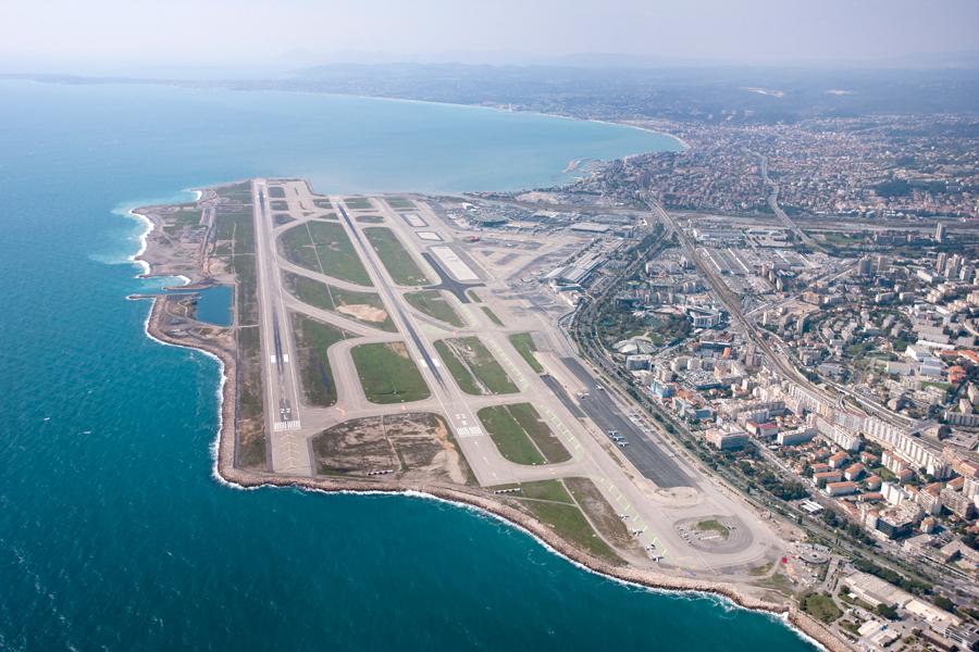 Aeroporto Nizza : Aéroport de nice le département des alpes maritimes vend