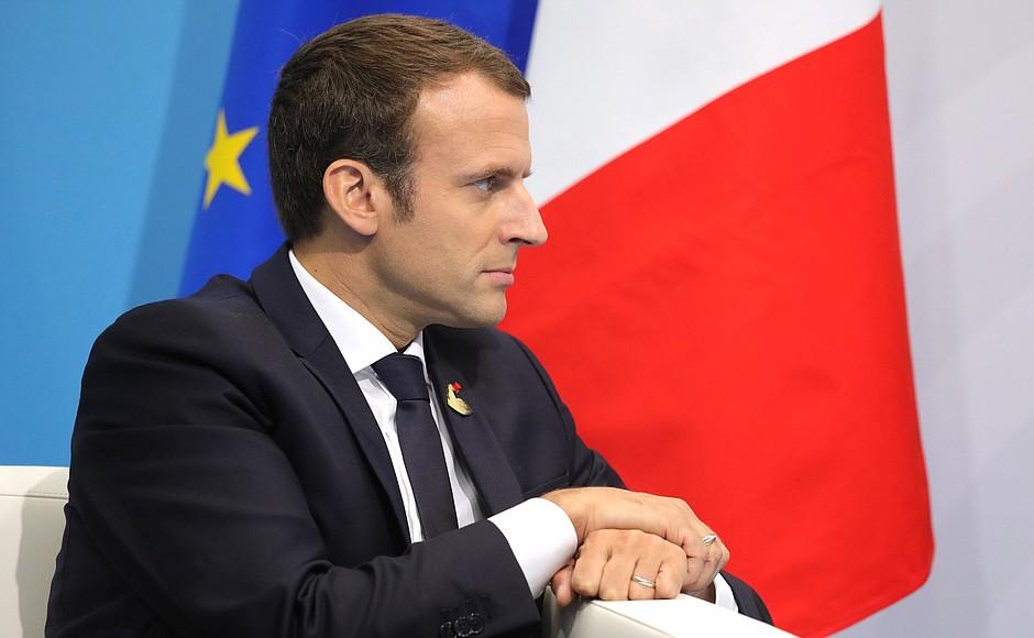 Macron en banlieue parisienne pour débattre de la question de la