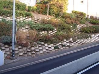 Mur de sout nement pas d 39 improvisation solutions ma onnerie - Comment construire un mur de soutenement en bois ...