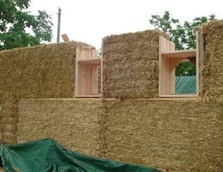 Ecomat riaux la construction en paille ma onnerie for Maisons en paille