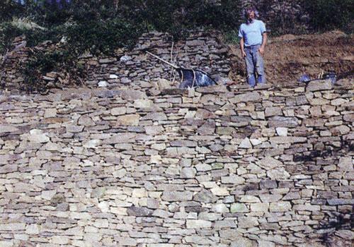 Jointoyer mur pierre exterieur la pierre de besse puyde for Enduire un mur en pierre exterieur