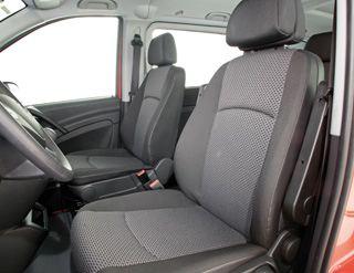 a bord la finition est irrprochable et pourrait rendre jalouses nombre dautomobiles de tourisme tout comme les quipements fournis de srie airbag