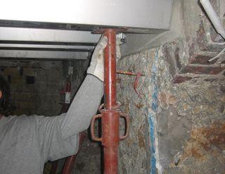 Renforcer un plancher poutrelle dans une cave parisienne for Comment reboucher une fissure au plafond