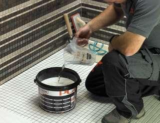 Carrelage des joints plus techniques et d coratifs for Joint epoxy pour carrelage