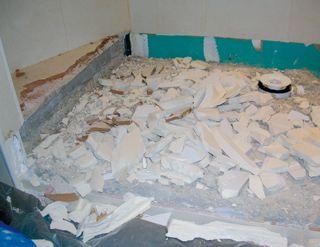 quand le bac douche se fissure sinistre la loupe equipements. Black Bedroom Furniture Sets. Home Design Ideas