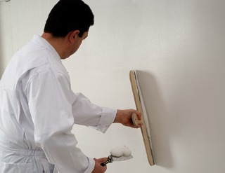 Enduit int rieur application manuelle ou m canis e solutions for Peinture enduit interieur
