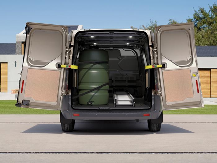 ford transit custom un confort de berline dans un corps. Black Bedroom Furniture Sets. Home Design Ideas