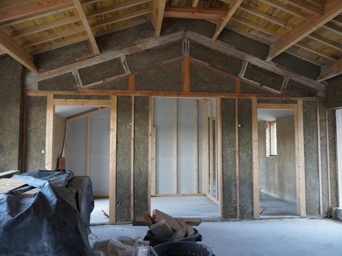Une co construction ossature bois et b ton de chanvre for Construction escalier beton interieur