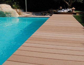 r aliser un entourage de piscine en bois composite mise en. Black Bedroom Furniture Sets. Home Design Ideas