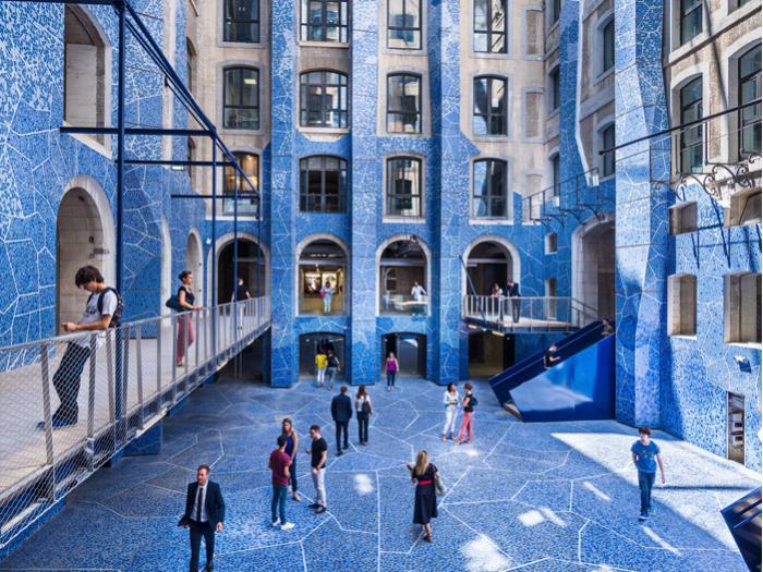 Une belle renaissance pour les docks de marseille for Appartement design centre marseille vieux port et noailles