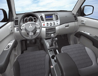 Mitsubishi l200 double cab v hicules utilitaires mat riels for Peut utiliser four sans vitre interieure