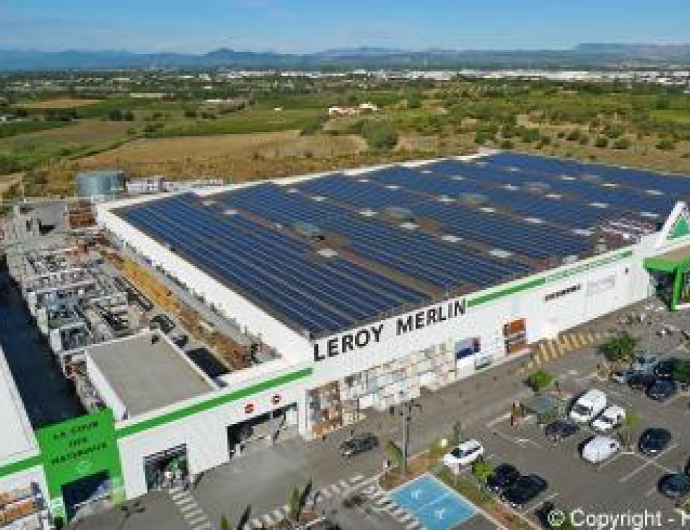 Une Centrale Photovoltaïque Sur Le Toit Dun Leroy Merlin
