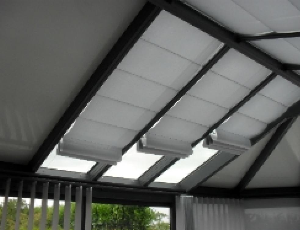 Store véranda anti chaleur oasis trisolis pour les toitures tubulaires